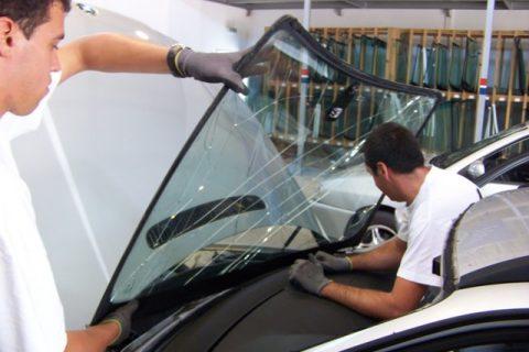 Remoção final do vidro danificado